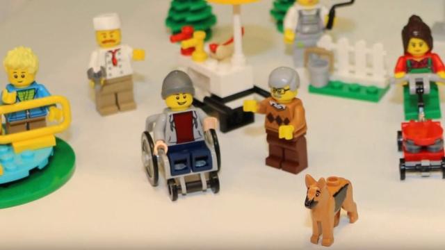 לגו תייצר בפעם הראשונה דמות בכסא גלגלים
